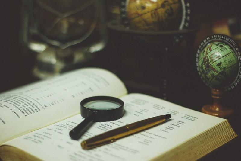 reading-glasses-globe-magnifying
