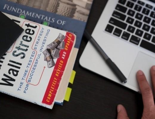 macbook-laptop-computer-office-desk-business