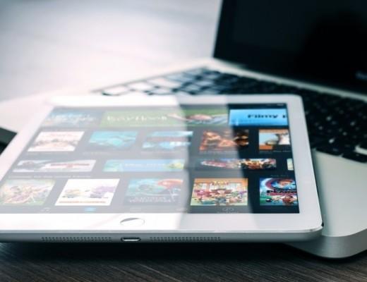 digital-tablet-on-laptop